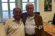Πήρε τα εύσημα από το Σταύρο Μπένο ο επιχειρηματίας Δημήτρης Κωνσταντίνου στη συνεδρίαση του Περιφερειακού Επιμελητηρίου στη Λίμνη