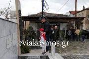 Μαζί με το μικρό φουστανελά κατέθεσε στεφάνι ο Πρόεδρος του Αυλωναρίου Βασίλης Μαυρομάτης