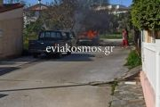 ΤΩΡΑ: φωτιά σε αυτοκίνητο στον Κάραβο Αλιβερίου