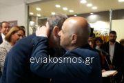Οι ευχές του Βασίλη Καθαροσπόρη στον Απόστολο Γκλέτσο στα εγκαίνια του εκλογικού του κέντρου στη Χαλκίδα